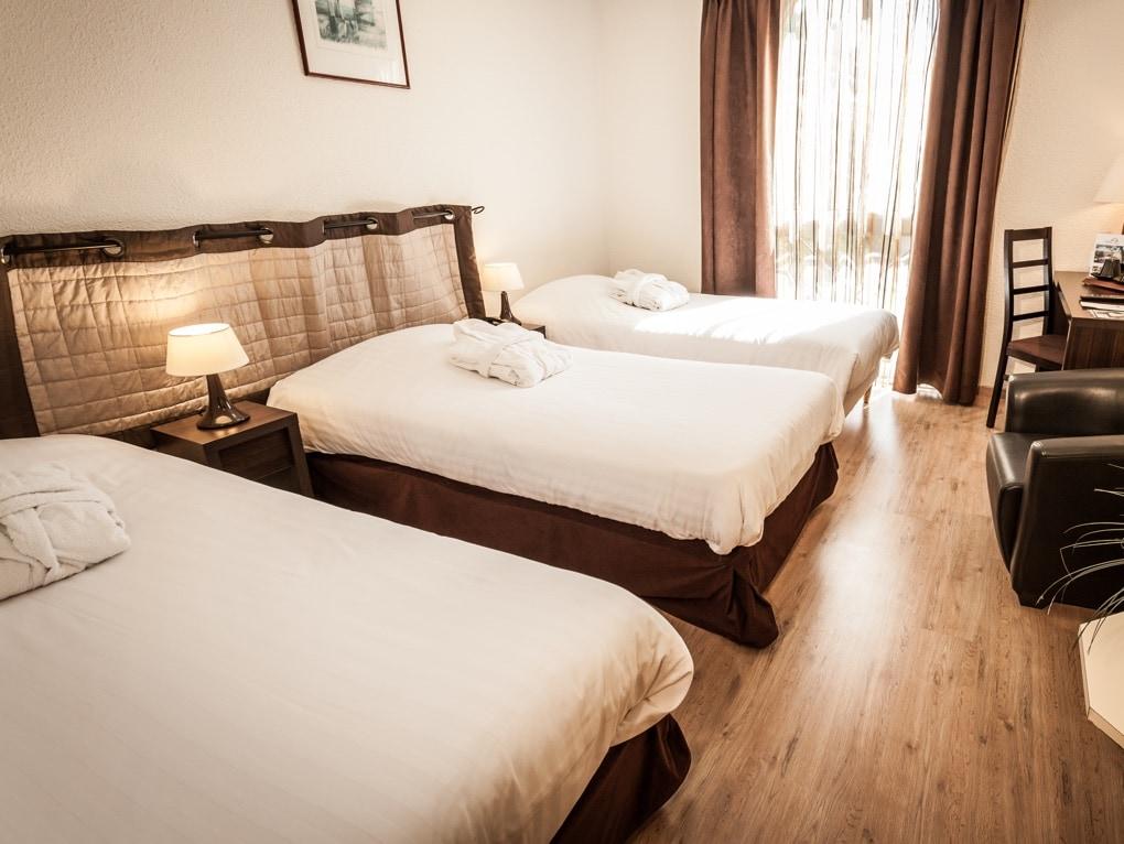 hotel *** clos de l'aube rouge a montpellier chambre à trois lits