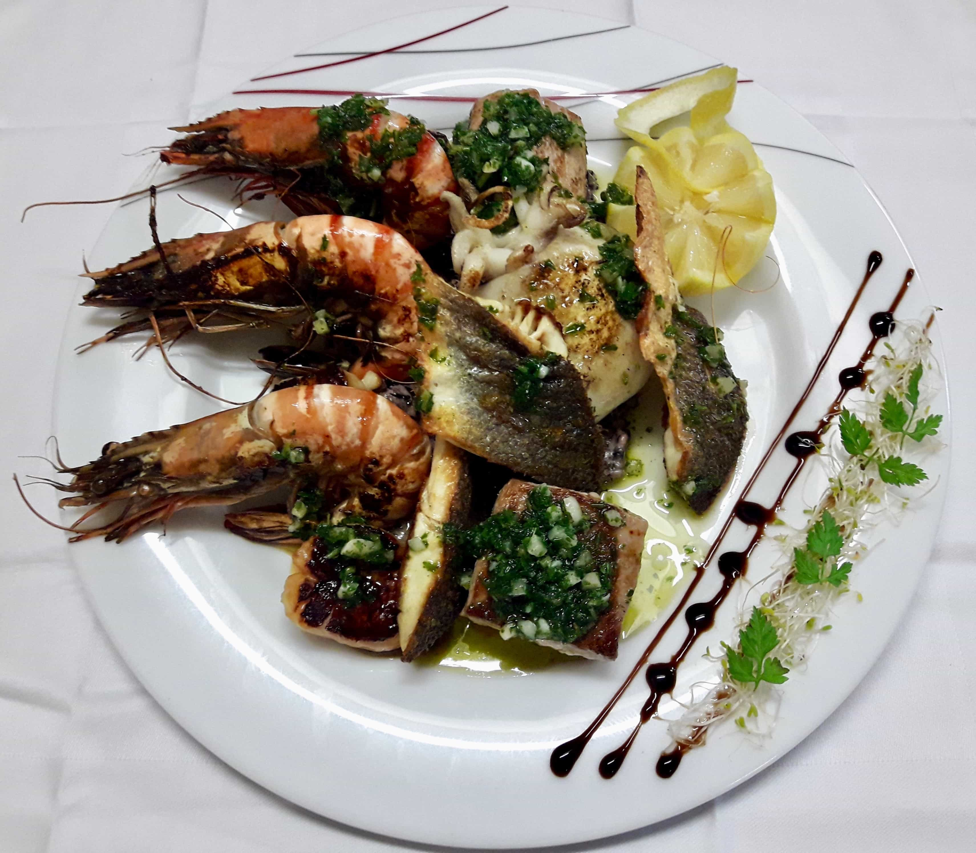 Parillada de poissons grillés