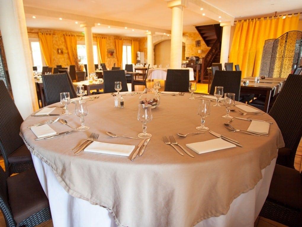 Table restaurant ô Saveurs de l'Aube Rouge mas ancien